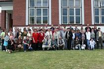 Společné foto ze setkání babičáků v roce 2008 v Babicích u Netolic.
