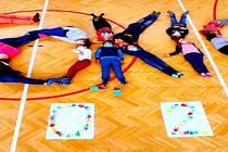 Školáci ze Lhenic běží, jdou či jedou do Tokia 2021.