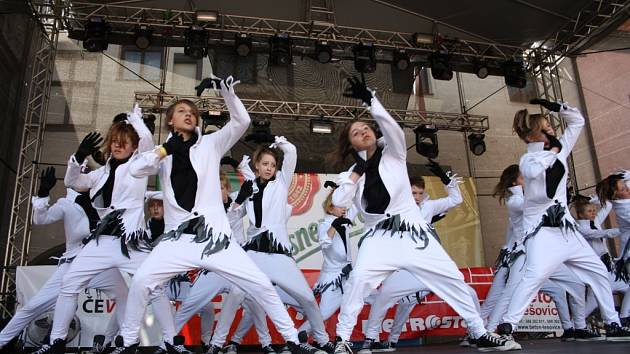 Slavnosti Zlaté stezky jsou příležitost, kdy se Taneční studio Crabdance představí také divákům v Prachaticích. Jejich vystoupení sklízí obrovský úspěch.