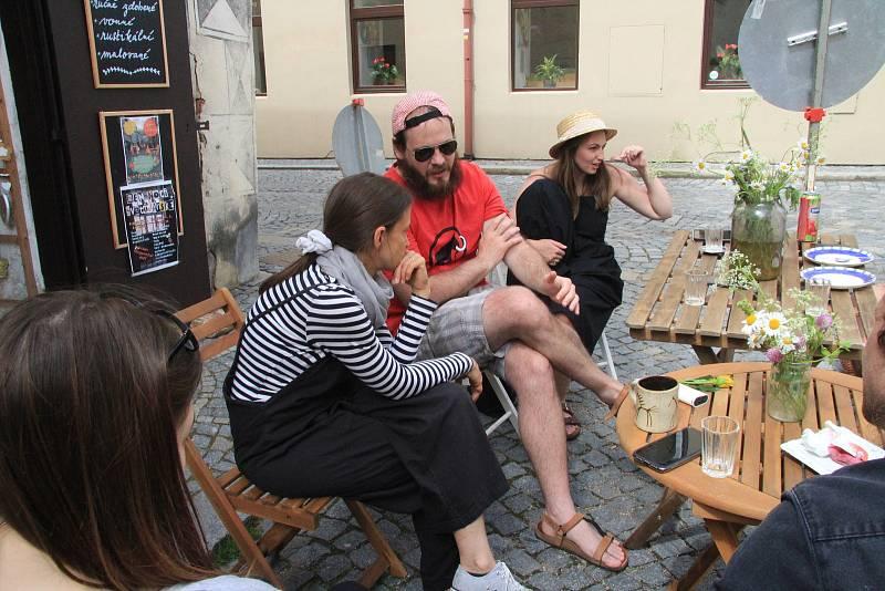 Sobotní dopoledne patřilo setkání obyvatelů Prachatic v Poštovní ulici.