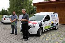 Dětský domov Žíchovec získal nový sociální automobil. Po jeho předání si ti, kteří na koupi přispěli, prohlédli dětský domov osobně.