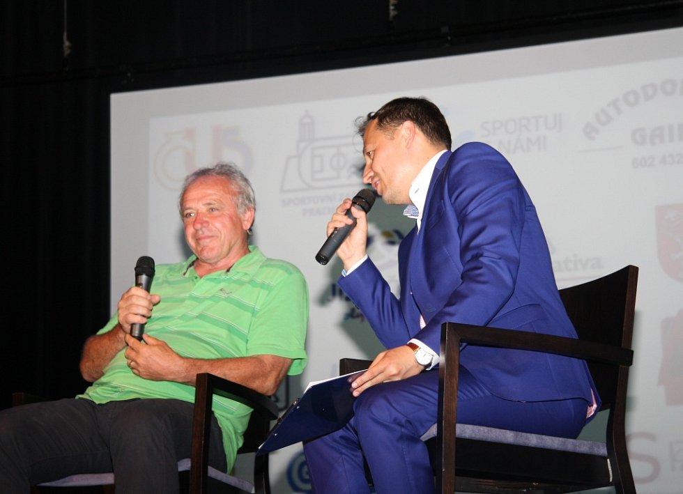 Ladislav Vízek pobavil Prachatice.