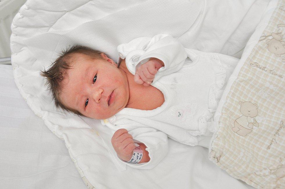 MIA SÝSOVÁ, VIMPERK. Narodila v pondělí 28. října v 7 hodin a 57 minut ve strakonické porodnici. Vážila 3180 gramů. Rodiče: Miroslav a Míša.