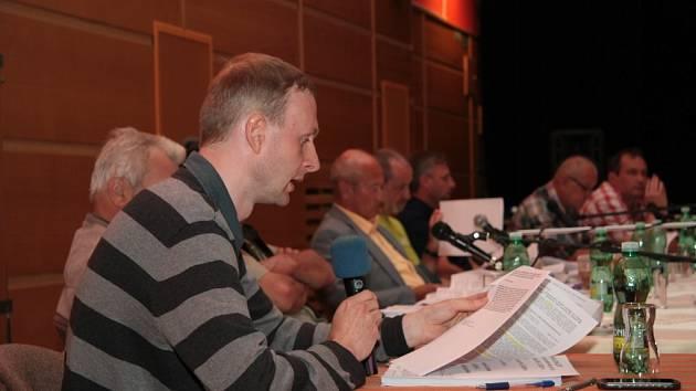 Vedoucí odboru hospodářského a bytového Martin Kalous patří k těm, který zastupitelům připravuje nejvíce podkladů k jednání.