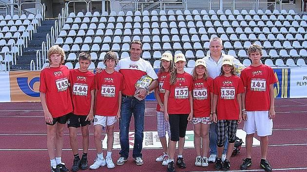 Mladí závodníci s romanem Šebrlem a robertem Změlíkem