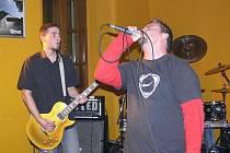 Hned tři hudební skupiny předvedly v pátek 13. listopadu své umění v prachatickém Tsunami Baru.