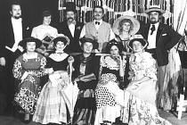 Prachatičtí divadelníci v 70. letech minulého století. Foto poskytli: manželé Popielovi z Prachatic