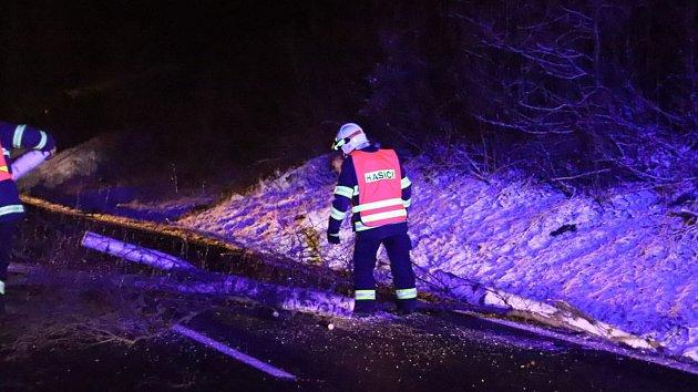 OBRAZEM: Hrabičtí hasiči uklízejí po Sabine