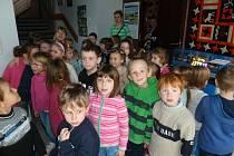 Děti z MŠ v Zahradní ulici se vydaly do planetária.