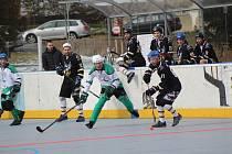 Hokejbalové celky HBC Prachatice míří na hřiště soupeřů.