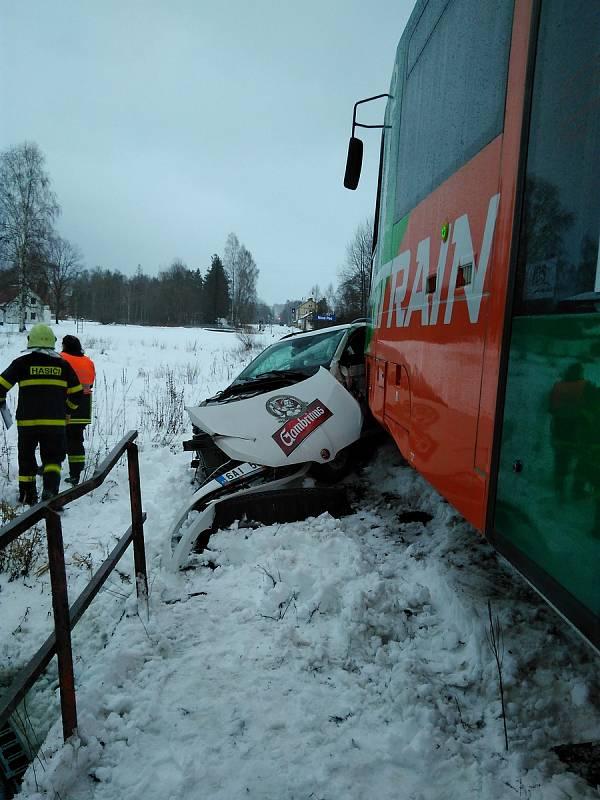 Dopravní nehoda na přejezdu u Nové Pece v roce 2018. Jedna osoba utrpěla zranění.