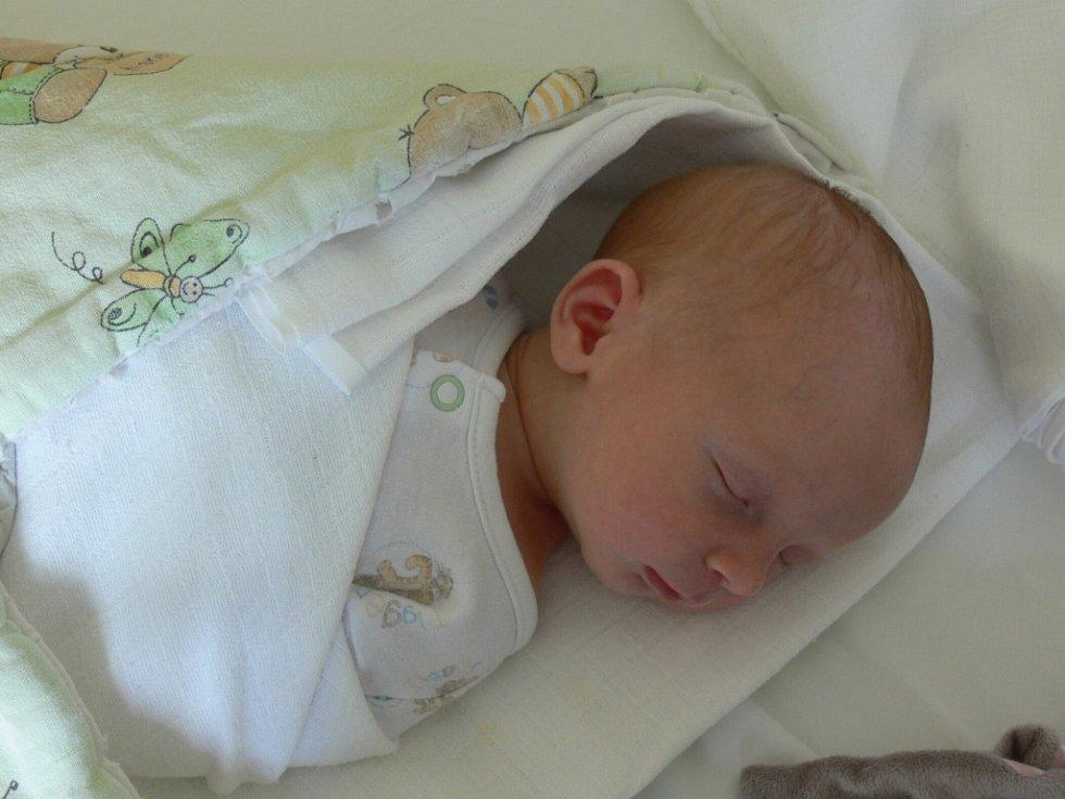 Ondra Kořínek se v prachatické porodnici narodil ve středu 22. srpna v 09.43 hodin. Vážil 3180 gramů a měřil 47 centimetrů. Doma ve Volarech na malého Ondru a maminku Kateřinu čekal tatínek Jaroslav a bráška Jaroušek (20 měsíců).