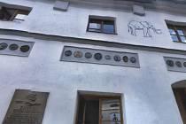 Objekty čp. 3 (na snímku) a čp. 4 kupuje město Vimperk.