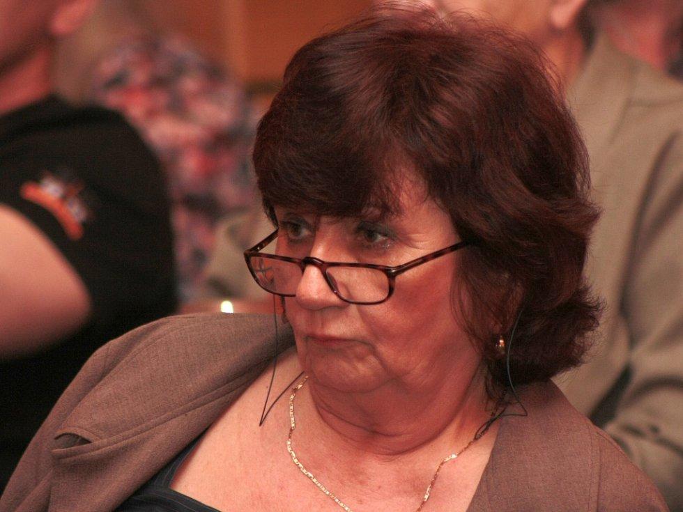 Bývalá zastupitelka a radní města Věra Vávrová starší přišla na jednání zastupitelů hájit jméno nejen své, ale především Občanského sdružení Stanislavy Chumanové.