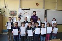 Prvňáčci ze ZŠ ve Vodňanské ulici dostali první vysvědčení.