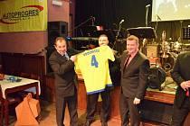 Společenský život patří neodmyslitelně i k tomu fotbalovému, a tak uspořádal Šumavan Vimperk pro své hráče a fanoušky II. Fotbalový ples.