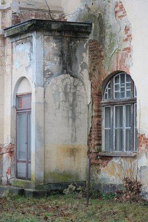 České dráhy nabídly vloňském roce kpřednostnímu odkoupení městu Volary objekt bývalé ubytovny a jídelny včetně přilehlého pozemku za 535tisíc korun. Zastupitelé si vprosinci vyžádali prohlídku  objektu zevnitř.