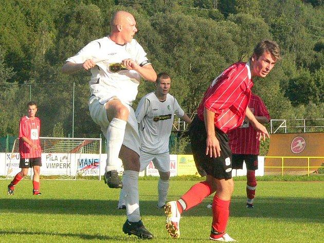 Pavel Kaczko (vpravo) by měl patřit v nedělním utkání ke klíčovým hráčům. Prachatický tým povede, stejně jako v předchozím zápase, z pozice kapitána