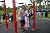 Ve Vimperku otevřeli v pátek 10. června nové hřiště pro street workout. Je první svého druhu na Prachaticku. Nové hřiště si mohli vyzkoušet i Vimperáci bez rozdílu věku.