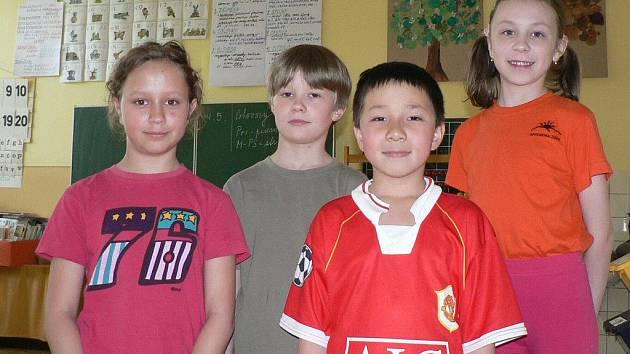 Zleva Nikola Chalupská, Jonatán Hrňa, Robin Tutrinhminh a Barbora Wiesnerová