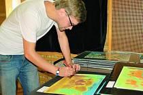 VÝSTAVA. Čtyřicet obrázků z pěti set vybrala porota výtvarné soutěže a od úterka jsou k vidění v  kulturním středisku.