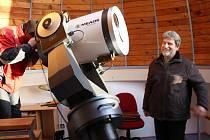 Na zatmění slunce se těší i astrolog amatér Ludvík Friedberger (vpravo).
