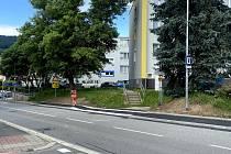 Bezpečí chodců zajistí nově opravený chodník v Husinecké ulici v Prachaticích.