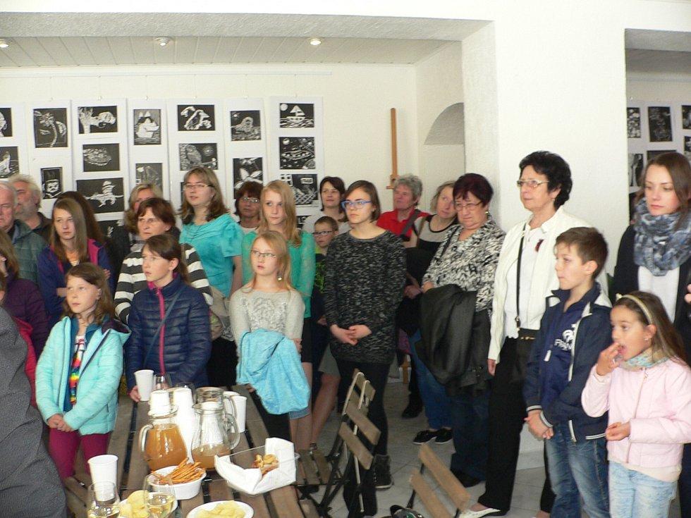 Ve Vimperku vystavují žáci Základní umělecké školy a studenti Akademie umění.
