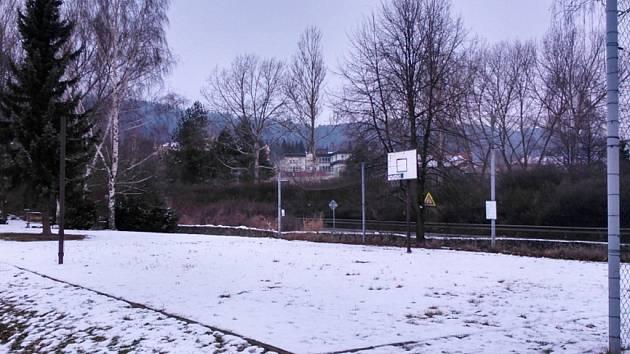 Hřiště v Lázeňské ulici má jen minimální využití.