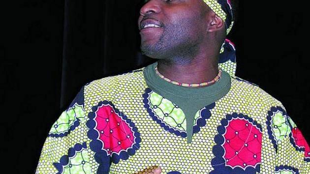 BUBNY. Tanec v africkém rytmu i správné obleky přivezla do Vimperka skupina Les Grands Tam–Tam D´Afrigue.