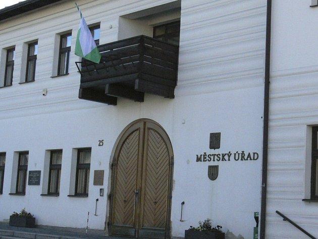 Volarská radnice prodá stovku bytů. Ilustrační foto.