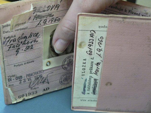 POZBÝVAJÍ PLATNOST. Růžové skládanky se vydávaly ještě v roce 1986. I jejich platnost letos končí. Ilustrační foto.