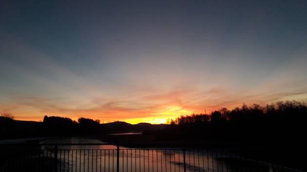 Krásný východ slunce nad Lipnem..