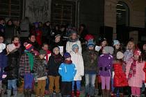 Česko zpívá koledy na Velkém náměstí v Prachaticích.