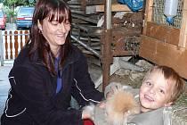 Kromě práce kolem chovatelské stanice se Hana Mrázová spolu s manželem stará o domácnost a dva syny.
