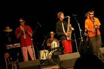 FADŽITULIKISTULÁN. V srpnu loňského roku vystoupila skupina v městkém divadle v Prachaticích.