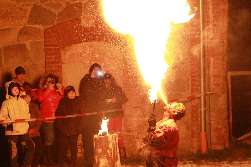 Jízdárna zámku Skalice v Bohumilicích připravila bohatý mikulášský program pro malé i velké.