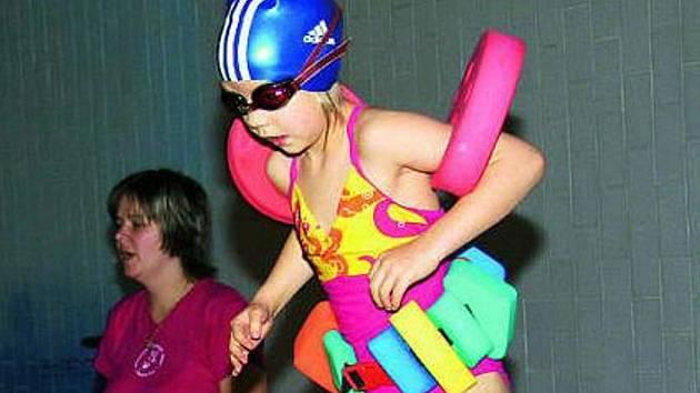 VÝBĚR. Ani letos nechybí při prachatickém DDM oblíbené kurzy plavání.