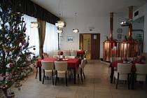 Interiér restaurace městského hotelu Bobík ve Volarech