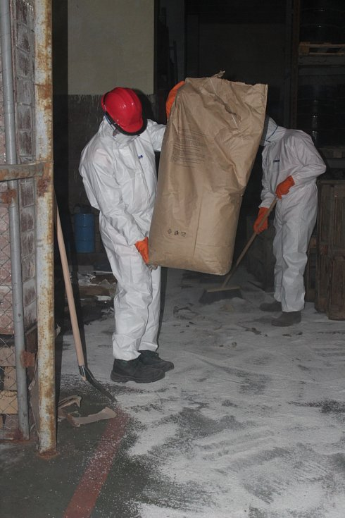 Ve čtvrtek začala likvidace prvních zásob toxického odpadu.