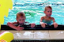 Počty návštěvníků bazénu klesly, venku bylo hodně teplo.