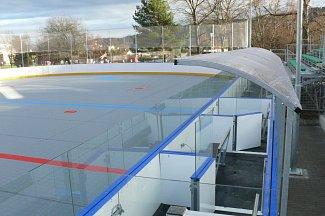 Zbrusu nové sportoviště v areálu parku Mládí. Nově se zájemcům otevírá plocha pro hokejbal a při vhodných klimatických podmínkách také pro bruslení.