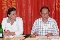Vlasta Kalinová a Robert Klesner se ke smlouvě s BSK West Group a. s. nechtěli vyjadřovat do ukončení policejního vyšetřování.
