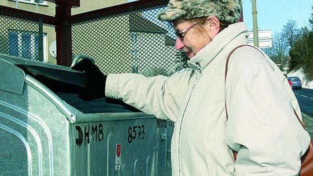 VYŠŠÍ POPLATEK. Obyvatelům obce se navýšení poplatku za svoz komunálního a tříděného odpadu příliš nelíbí.