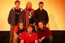 BLACK SPIRIT ROSE. Horní řada (zleva) Jan Loquenz, Michal Piloušek a Jiří Schneedörfler. Dolní řada (zleva) Marek Štěpánek, Radek Štěpánek a Robert Zapoměl, který nedávno skupinu opustil.