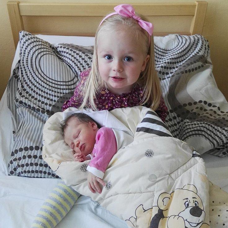 Skoro tříletá Emma Valentýna má od neděle 1. října malou sestřičku.  Nella Timea Velková se narodila v prachatické porodnici v 16.17 hodin a vážila 3140 gramů. Rodiče Eva a Robert Velkovi žijí v Prachaticích.