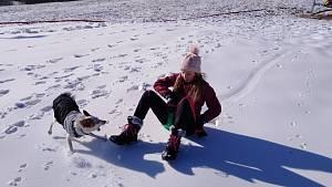 Na Kvildě to žije, první umělý sníh si přijely užít rodiny s dětmi.