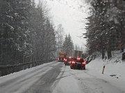 Silnice na hraniční přechod Strážný ve čtvrtek 14. března.