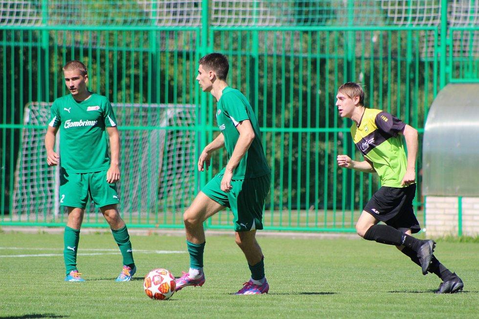 Fotbalisté FK Lažiště (zelené dresy) vyrazí ve 3. kole KP na Rudolfov.