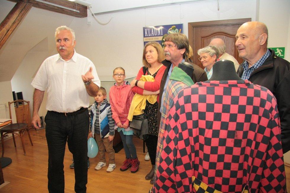 Muzeum české loutky a cirkusu v Prachaticích zahájilo v úterý slavnostní vernisáží novou výstavu věnovanou klaunům.